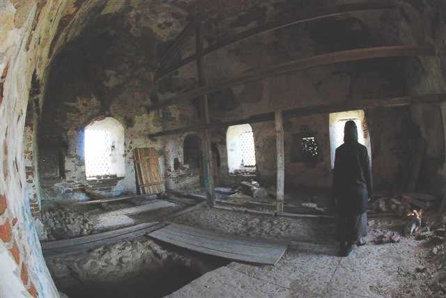 Здесь находилась алтарная часть храма.
