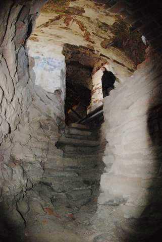 Лестница, ведущая на второй этаж храма.