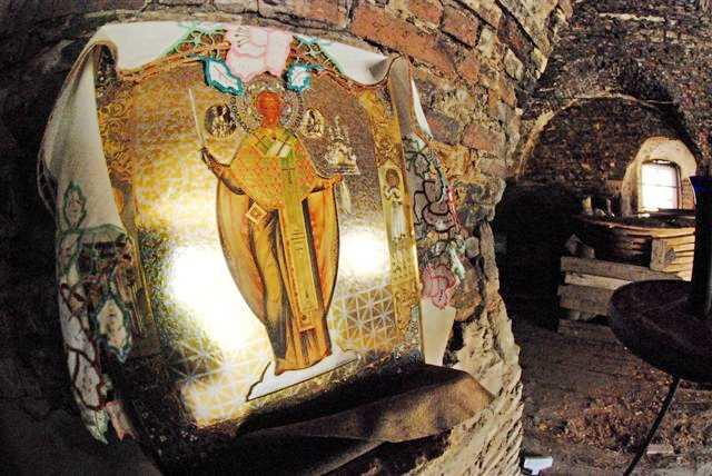 Икона Святителя Николая, имя которого носит храм.