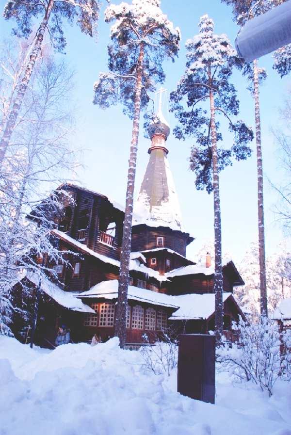 Зима. Казанский храм в Вырице. (фото В.Дегтярев)